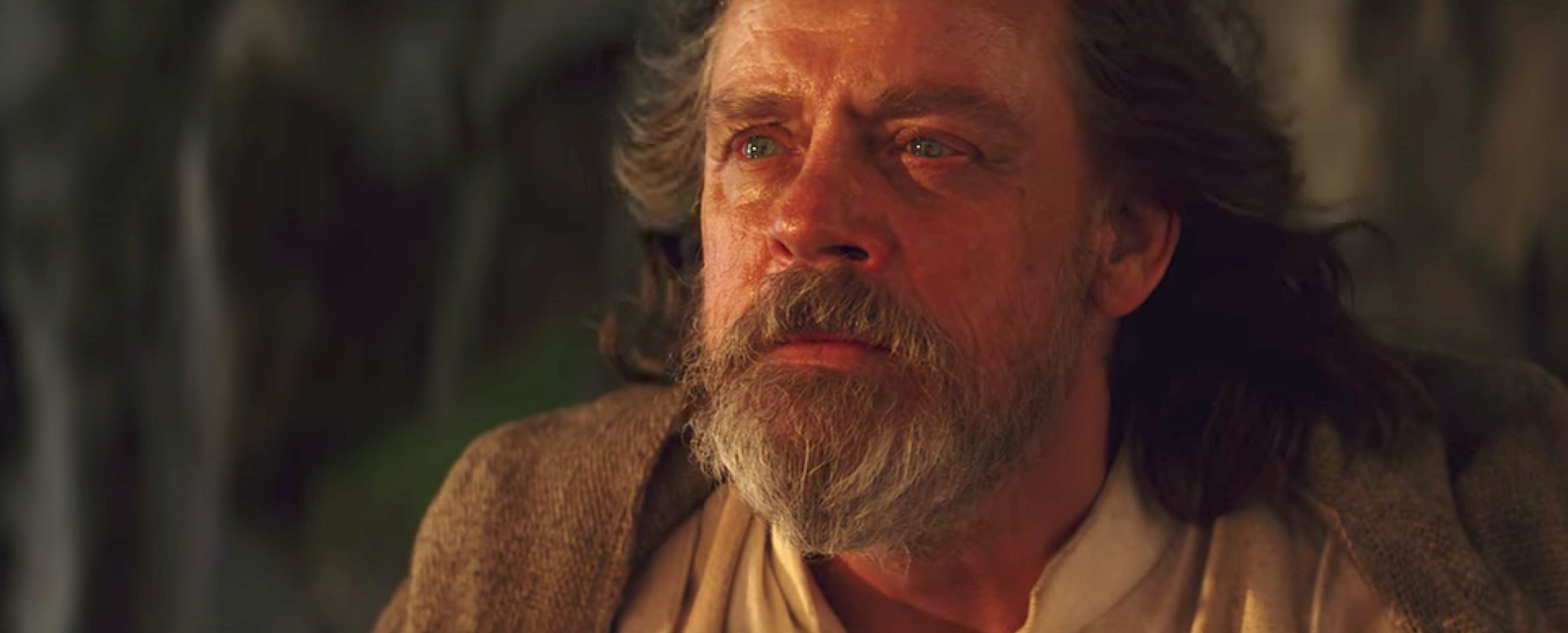 luke-skywalker-the-last-jedi-ending-1565703462.png
